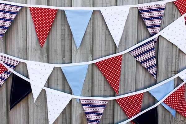 Simple fabric bunting flags - includes FREE printable instructions and flag template.