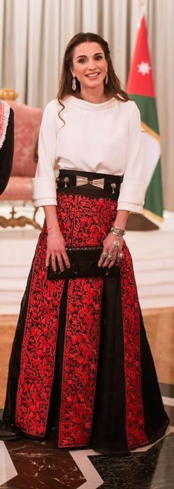 Queen Rania's style jibes with mine just exactly here. Not that I have this outfit in my closet, of course...:-)