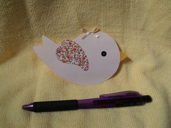 Convite personalizável para Batizado, chá de bebê ou Chá de fralda. Cartão em papel Gofrata (papel nobre), gramatura180 g/m2, com aplicações de tecido em algodão, fita de cetim e acabamento com lantejoula. Pode ser personalizado em cores e tecidos para meninos. Pode ser confeccionado com tecidos de estampas de acordo com a escolha do cliente.  Pedido mínimo de 10 unidades. R$ 1,80