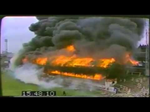 11/5/1985 Brand Bradford City Stadium: door onderschatting van de ernst en gesloten nooduitgangen vallen 56 doden en  meer dan 200 gewonden.