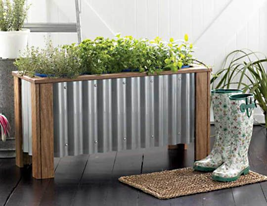 corrugated metal planterGardens Ideas, Outdoor Ideas, Corrugated Metal, Home Ideas, Herbs Gardens, Gardens Planters, Planters Boxes, Planter Boxes, Outdoor Projects