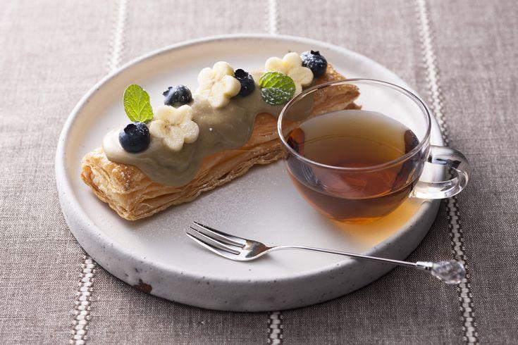 Жареный зеленый чай латте из заварного пирога | Рецепты | Ito En-(2 порции)  «ЧАЙ Чаи жареный зеленый чай латте» две палки  1 яичный желток  Молоко 70мл  Мука 2 ч.л.  Масло 10г  Ванильная эссенция немного  Замороженные Paishito (10 × 20 см) 1 лист