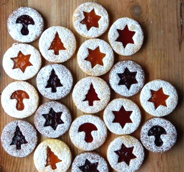 Rezepte im Familienmagazin HIMBEER: Marmeladenplätzchen für die Weihnachtszeit. Viele tolle Rezepte für das Kochen und Backen mit Kindern.