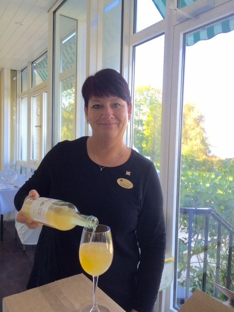 We are proud to serve local apple juice, made from apples harvested in Moss.  Our lovely Restaurant manager is looking forward to welcome guests to our Restaurant. Hotel Refsnes Gods