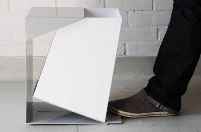 Les créations autour de la cuisine et plus particulièrement de nos poubelles ces derniers temps se résument à appliquer une couleur originale, ou tendance comme inox ou gris avec un couvercle automatique. Grace Youngeun Lee nous propose ici sa propre ré interprétation de la poubelle traditionnelle, Waste Bin, que l'on [...]