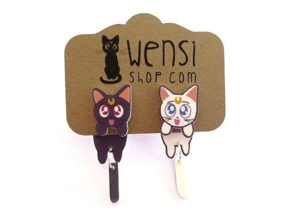 Luna et Artémis (Sailor Moon inspiré s'accrochent Earring) on Etsy, 6,03€