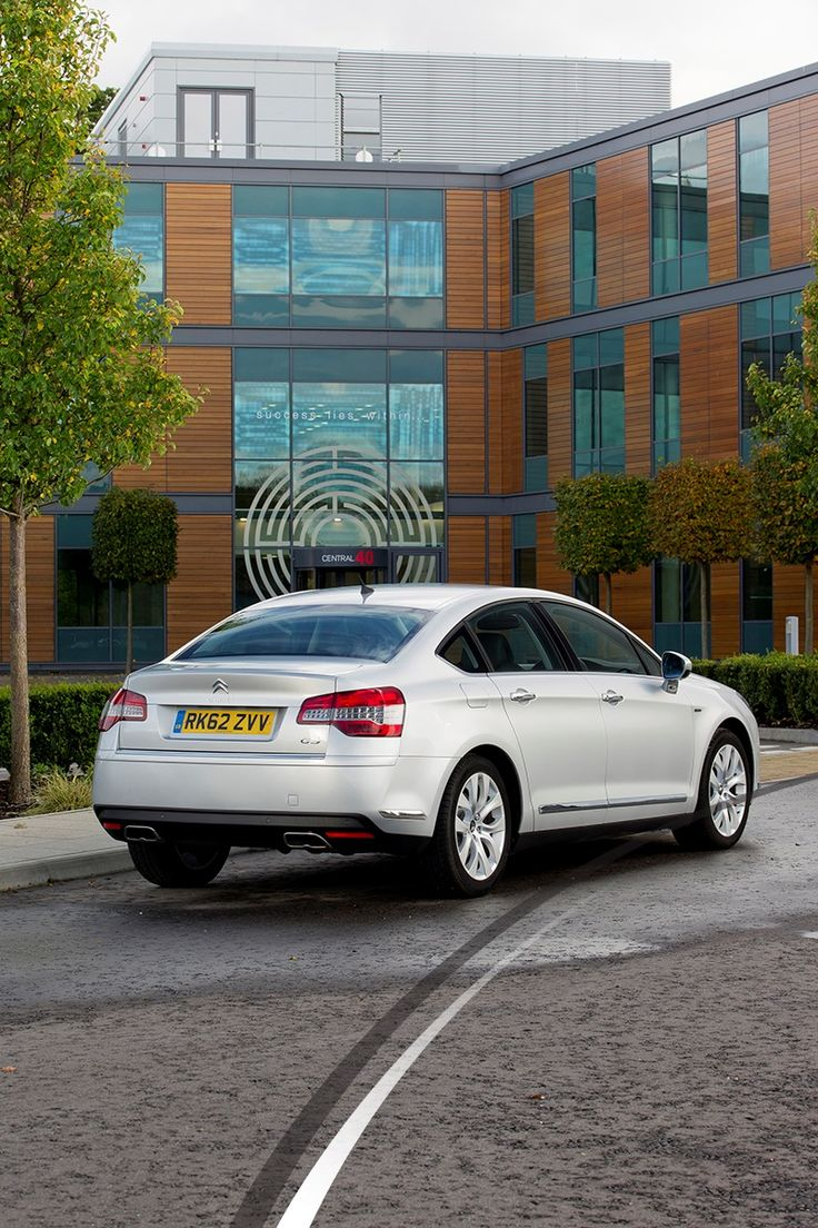"""Grey Citroen C5 review: """" Although it is a large car it is easy to park made easier by the rear parking sensors. I would highly recommend this vehicle to anyone who needs that little extra."""""""