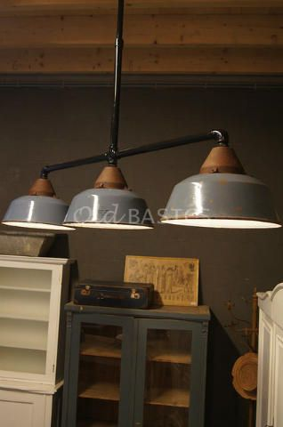 Lampen - Brocante oude lampen kroonluchters industrielampen schermerlampen en wandlampen in landelijke stijl - Old-BASICS - Webwinkel