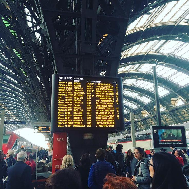 Riprendo le sane abitudini da #tixilife quelle un po' nomadi un po' va come va. Alla scoperta di luoghi nuovi ricordi d'infanzia o semplici rifugi dell'anima. Uno zaino l'essenziale dentro una stazione un treno in partenza. Scelgo una città random. Qual è la prossima destinazione?  Dove mi porti tu... #train #trip #italia #tixi #dj #djing #trenitalia #station #milano #stazione #viaggi #happy #djing #djlife #digitalnomads