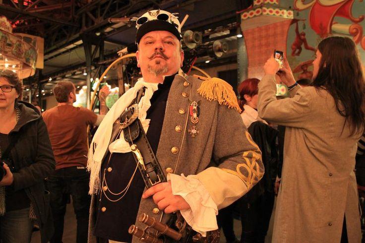 Der Steampunk-Stil verbindet viktorianisches Design mit der Welt von Jules Verne und einem Hauch Militarismus.