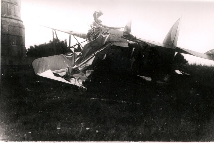 Millennium Monument and the crashed plane. On the photo from 1937 is probably the observation aircraft Aero A -12 crew members were J.Baruc , V.Strýček