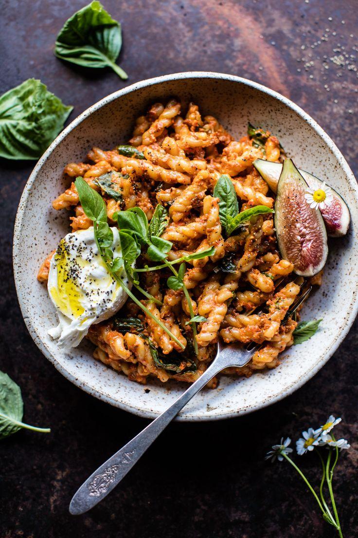 Einfache Geröstete Paprika Pasta |  halfbakedharvest.com @hbharvest