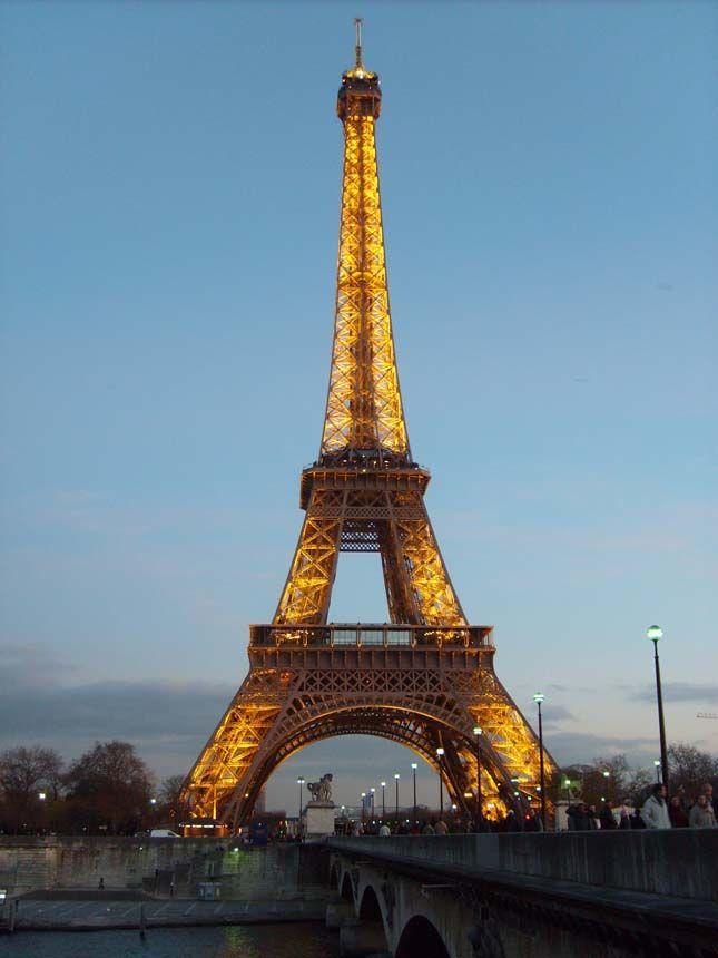 Üvegpadlón sétálhatnak az Eiffel-torony látogatói   Érdekes Világ