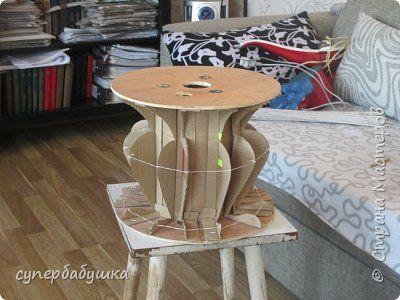 forma Вырезаны картонные профили и пристрелены к катушке мебельным степлером.