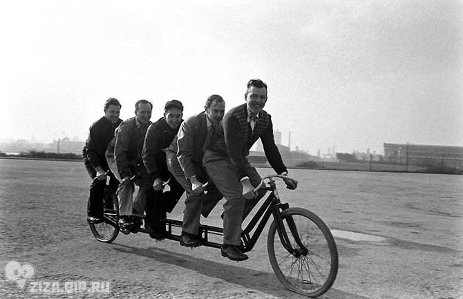 Удивительные ретро-велосипеды. Чикаго, 1948 г. «Искусно орудуя сварочными аппаратами, члены Национальной ассоциации торговцев велосипедами превращают повседневные велосипеды в движущихся чудовищ».