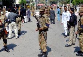 2-Apr-2013 10:29 - AANVAL OP ENERGIECENTRALE PESHAWAR. Bij een aanval op een Pakistaanse elektriciteitscentrale zijn zeker zeven mensen gedood. De aanval was in de miljoenenstad Peshawar, in het noordwesten van Pakistan. . Een politieman en een werknemer werden ter plekke gedood. Tien mensen werden ontvoerd. Later werden in een veld in de omgeving vijf lijken gevonden. Van de andere gegijzelden ontbreekt ieder spoor. . De verantwoordelijkheid voor de aanval is nog niet opgeëist, maar