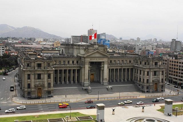 vista del palacio de justicia en Lima- Peru desde el hotel sheraton