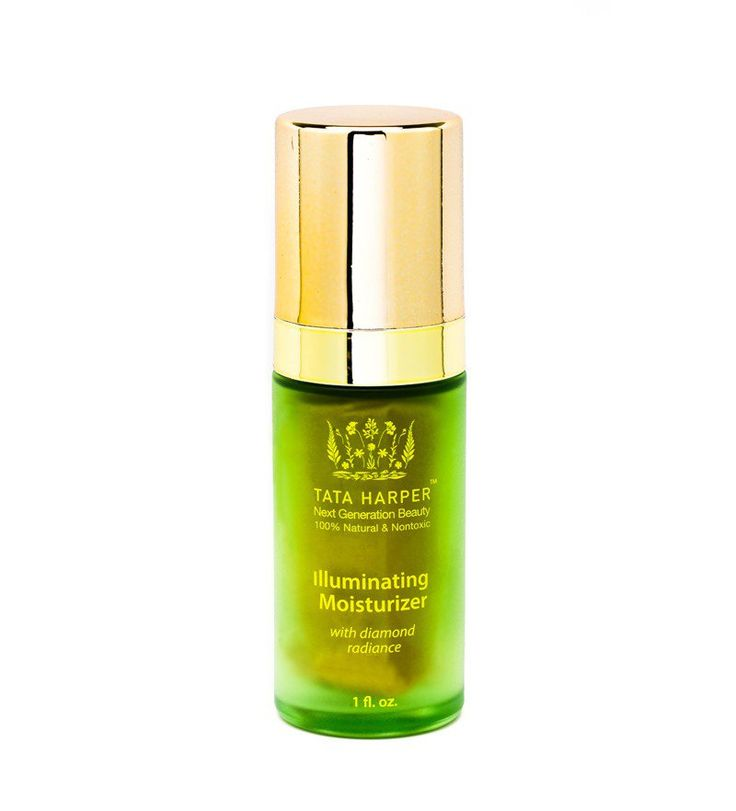 Diamond dust gives this moisturizer a unique ability to ad a soft-focus veil to your skin. Hyaluronic Acid keeps wrinkles plumped with moisture.