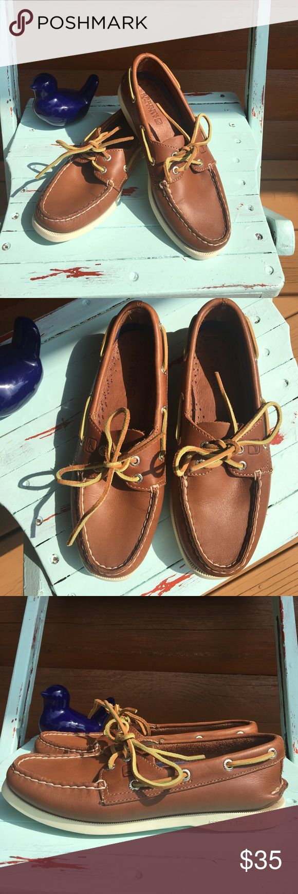 Leather Sperry boat shoes Like new leather Sperry boat shoes with white soles. Sperry Top-Sider Shoes Flats & Loafers