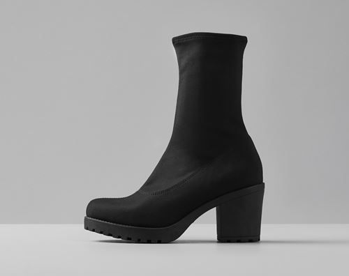 Vagabond is a Swedish fashion company, dedicated to style and driven by unique knowledge of shoemaking.