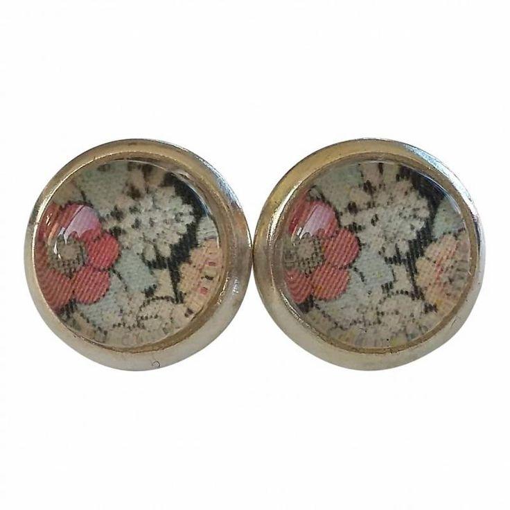Skinnar Malin Oorbellen - knopjes met met  roze zwart retro bloemen design www.grinandbeam.nl