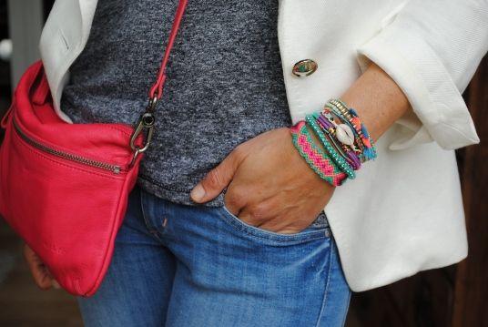 Superbe #look avec un sac d'un rose lumineux, belle association de couleurs