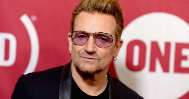 Bono, premier homme en une du magazine Glamour - Bono a été choisi par le magazine Glamour, faisant du chanteur leader de la formation rock irlandaise U2, le premier homme à être nommé. - Publié par CHRYSTALMAHAN La liste des nommés au titre de femme de l'année par le magazine Glamour vient de (...)