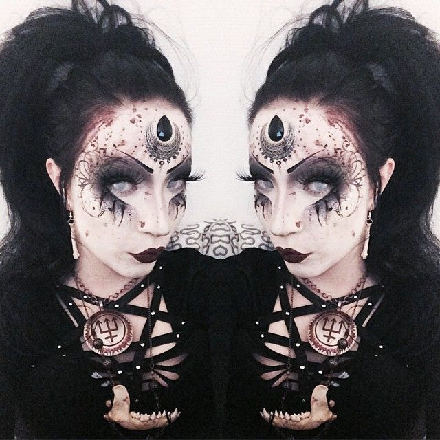 I like the blood on the hair line... Don't think I'd take the time to do so much detail though. -Noctemy gothic makeup tribal