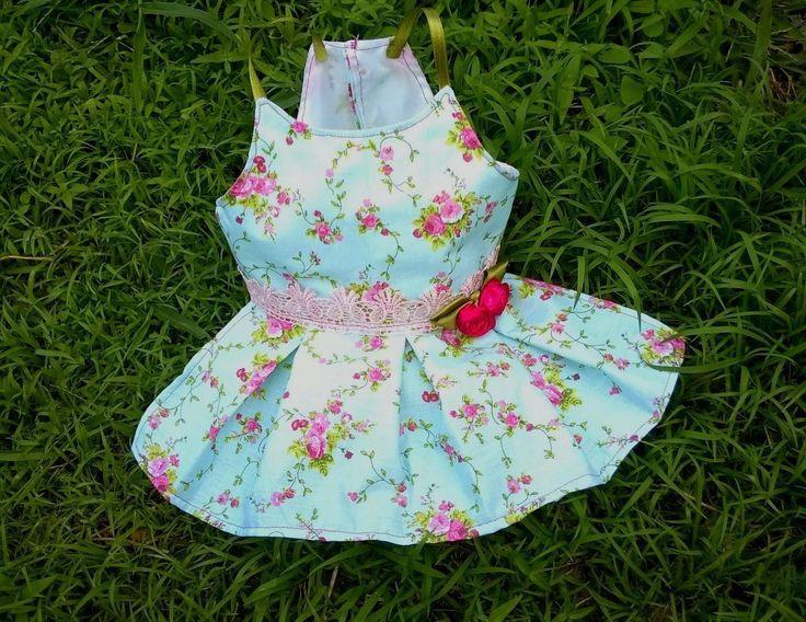 Temos 1 na pronta entrega no tamanho P!! <br>Lindo demais! É como defino este vestido, vai ficar maravilhoso na sua princesinha! <br>Em algodão. <br> <br>Todas as peças são sob encomenda.(cerca de 3 dias para a confecção). Ao efetuar a compra, informe o tamanho que deseja. <br>Enfeites sortidos. <br>Valores & Tamanhos: <br>XXP: R$ 24,00 <br>XP: R$ 26,00 <br>P: R$ 30,00 <br>M: R$ 35,00 <br>G: R$ 39,00 <br>XG: R$ 45,00 <br>XXG: R$ 53,00
