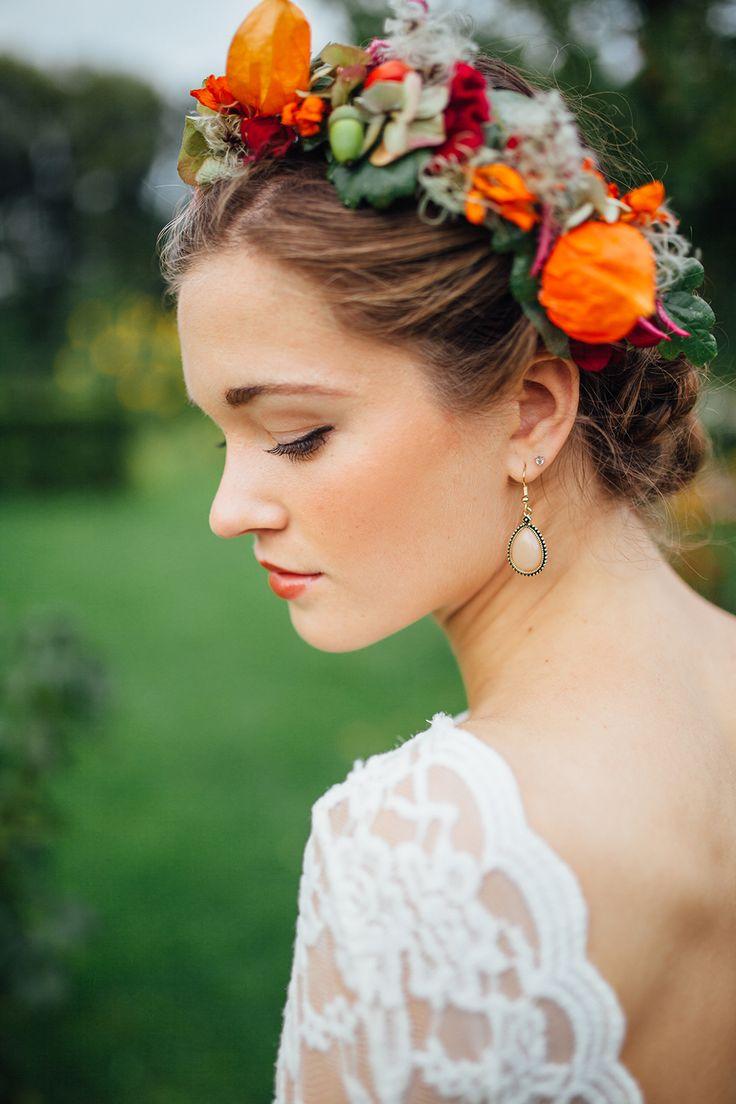 Een bloemenkrans voor bij een herfstbruiloft // Foto: You are Beloved // Styling: We are Golden & Wilma Otte // Girls of honour