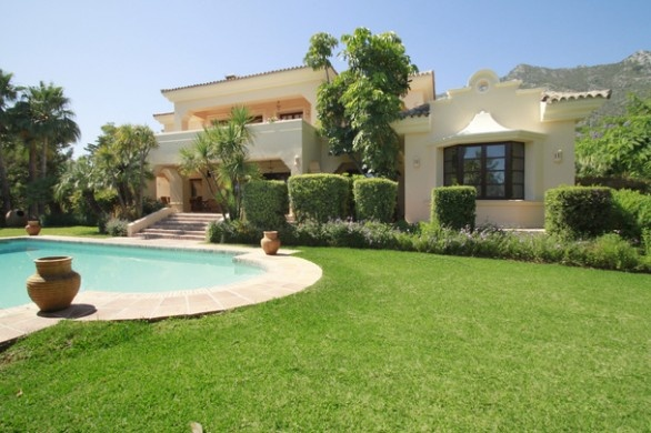 Villa di lusso a #Marbella con giardini tropicali