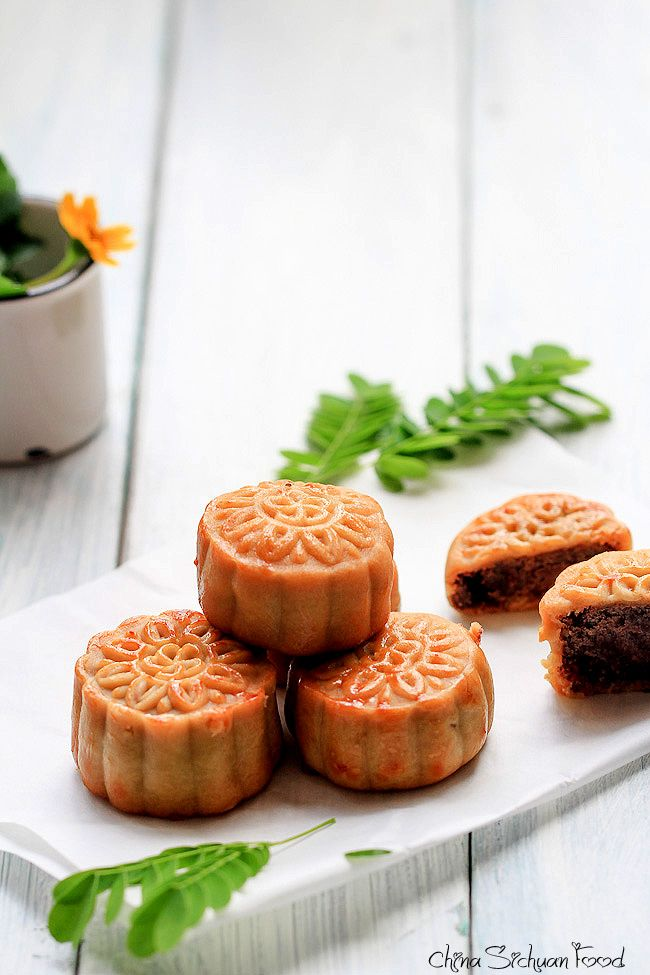 Traditional Chinese moon cakes look beautiful. Perfect for Moon Festival in September.