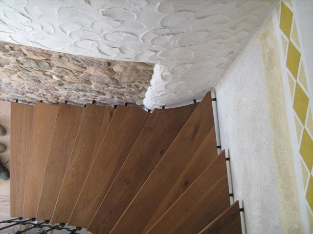 Durmast staircase plugged in the wall and in the structure of the parapet.