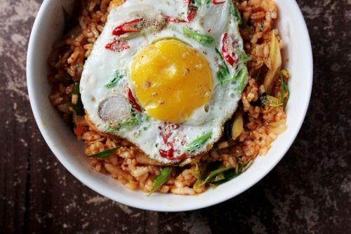 Notions & Notations of a Novice Cook • Making Kimchi Bokkeumbap (김치볶음밥) / Kimchi Fried...