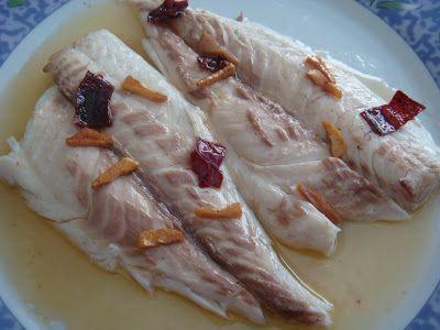 Ingredientes : 6 Doradas de ración Aceite de Oliva Vinagre de Jerez 3 dientes de Ajo 1 Pimiento Choricero Sal Perejil Eneldo ...