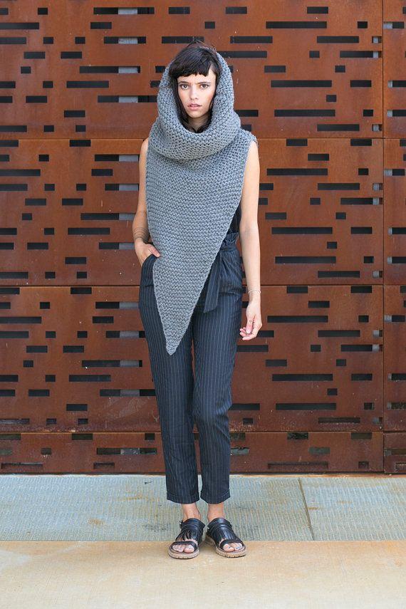 Cowl pointu – gilet extra copieuse avec cheminée surdimensionnée col tricot roulé et sa hotte