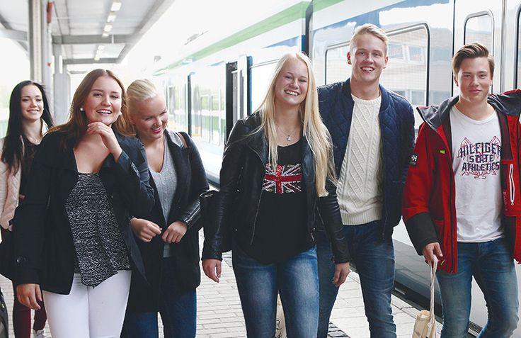 ELINVOIMA Viime kädessä ihmiset ratkaisevat> nuoret aikuiset ratkaisevat! Vetovoimatekijät vaikuttavat, kunta subjektina. Holstila 27.4.2016