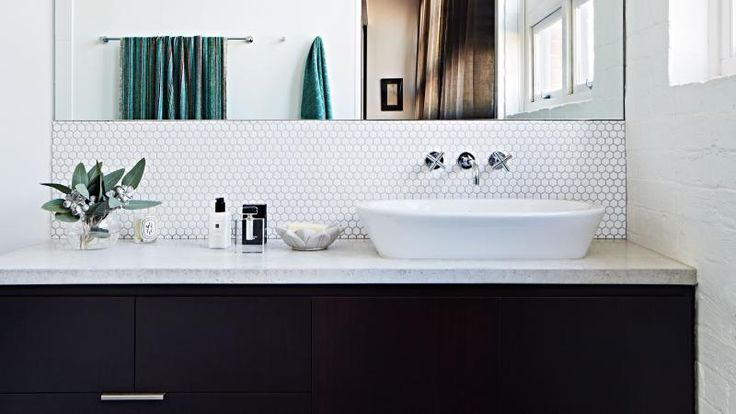 10 black & white bathrooms