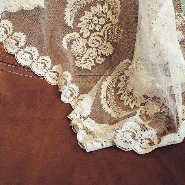 """68 likerklikk, 10 kommentarer – @gaggu_vintage på Instagram: """"Vi har fått inn noen få antikke slør fra tidlig 1900-tallet. #vintageveil #vintagebride #bride…"""""""