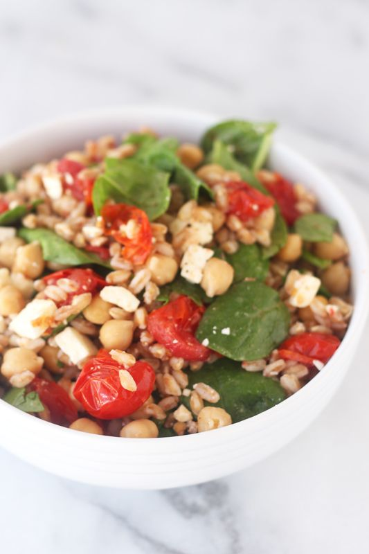 Healthy Farro Salad with Roasted Tomatoes, Spinach, Chickpeas, and Feta