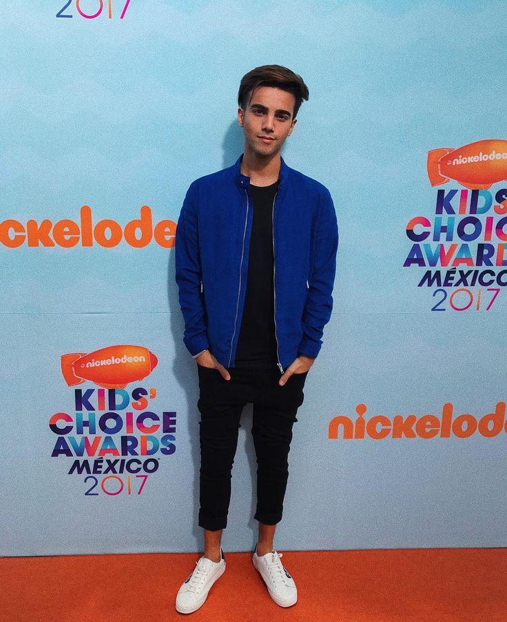 "295.1 mil Me gusta, 11.1 mil comentarios - Federico Vigevani (@dosogasfede) en Instagram: ""Un momento inolvidable en los Kids Choice Awards México Gracias! ❤️"""
