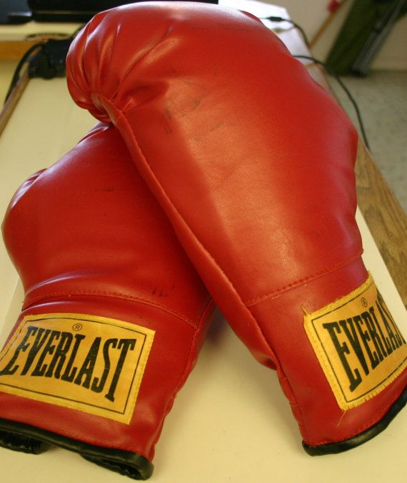 Nice Vintage Size 16 (Average) Everlast Boxing Gloves Great Vintage Condition and Ready to Go Same Day!!