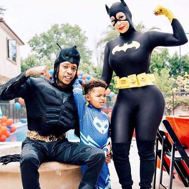 Stars just like us! Check out rapper Wiz Khalifa and model Amber Rose wearing Batman and Batgirl from our friends at @rubiescostumeco  #DCCOMICS #BATMAN #BATGIRL #COSTUMESBYRUBIES  https://m.facebook.com/story.php?story_fbid=1417980041547681&substory_index=0&id=133796773299354  Contact us at 585-482-8780 for Batman and other Superhero costumes and accessories or check out select costumes and accessories on our website www.arlenescostumes.com  #batman #superheroes #batgirl #dccomics #cosplay…
