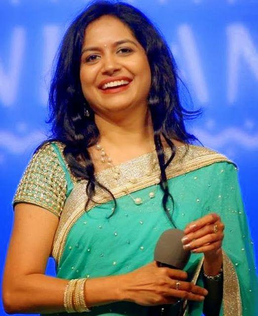 Jewellery Designs: Singer Sunitha South Pearls Set