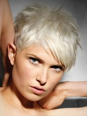 I love the color platinum. I wish I could pull it off!