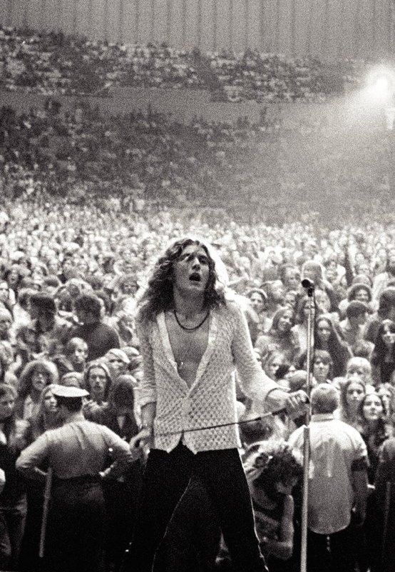 Robert Plant live - Led Zeppelin... Can you say hot babe;D