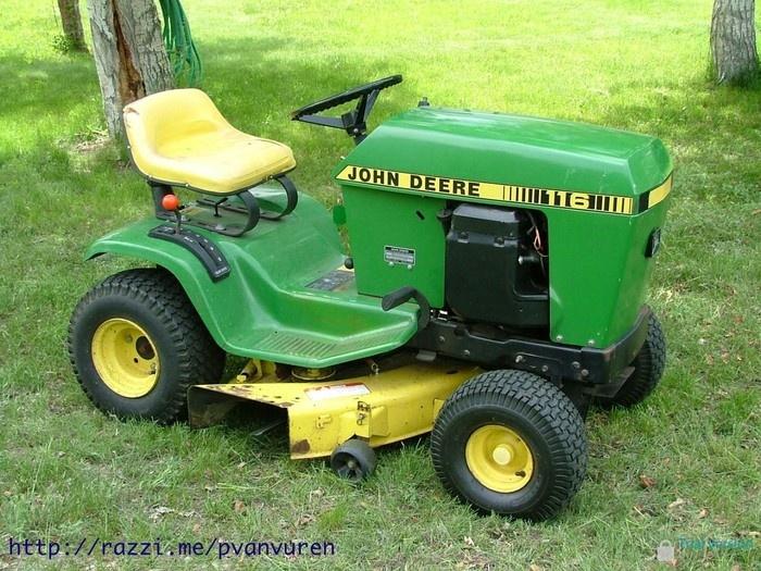 John Deere 116 Lawn Tractor With Mower Deck Garden