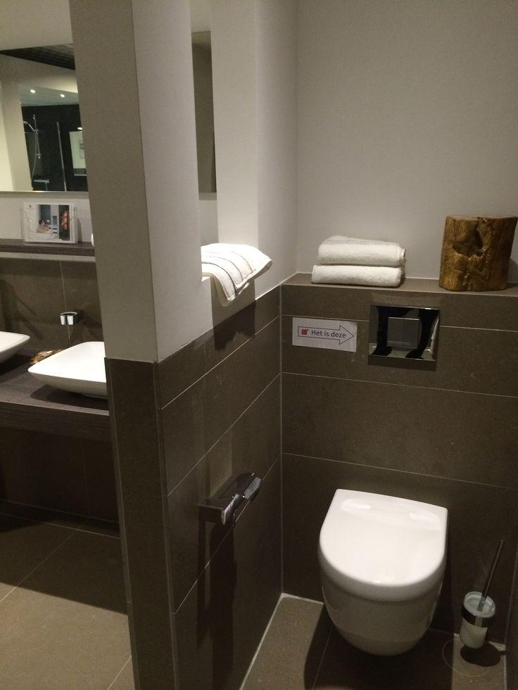 Wc afschermen met muurtje in muur een nisje voor ruimtelijk gevoel en decoratie woon idee n - Goedkope badkamer decoratie ...