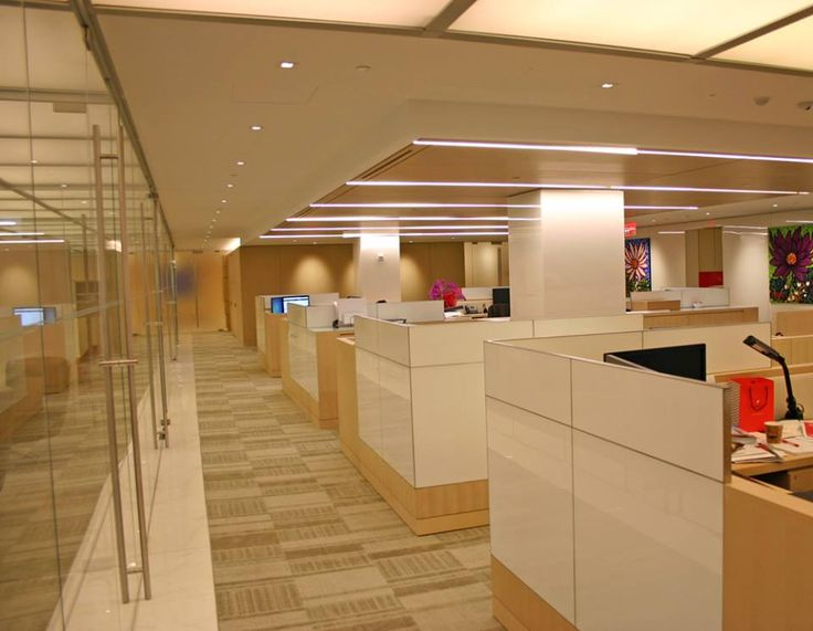 Client: Temasek Holdings Location: New York, NY Architect: Mufson Partnership Product: Custom workstations featuring back-painted white glass with quarter-cut oak