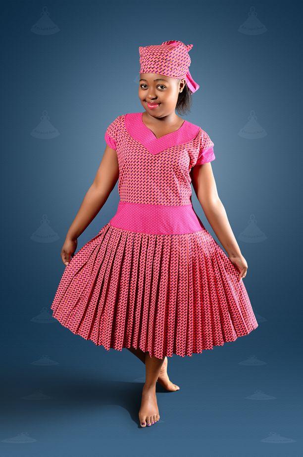 Beautiful pleated seshoeshoe dress. seshoeshoe.com (facebook)